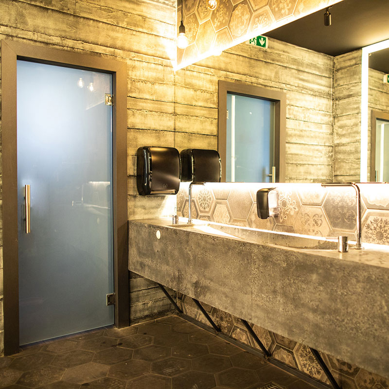 Use case - luxury hospitality restroom